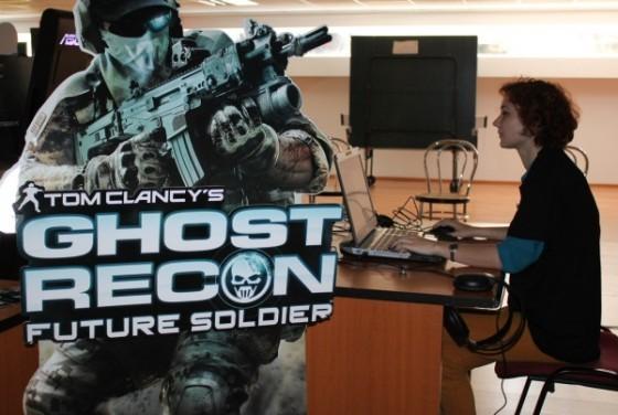 Gaming cu noile ASUS G, în imagine - Stefana, singura jucătoare