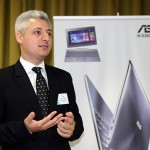 Liviu Marica vorbind despre laptopul ASUS Transformer Book T100