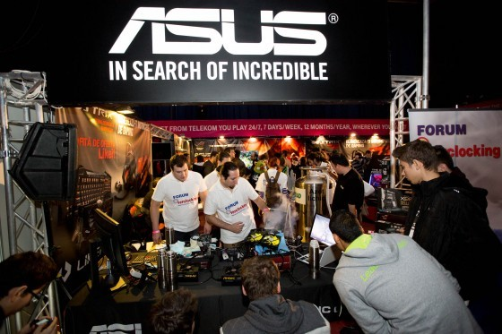 Overclocking cu azot lichid la standul ASUS de la DreamHack Masters Bucharest 2014