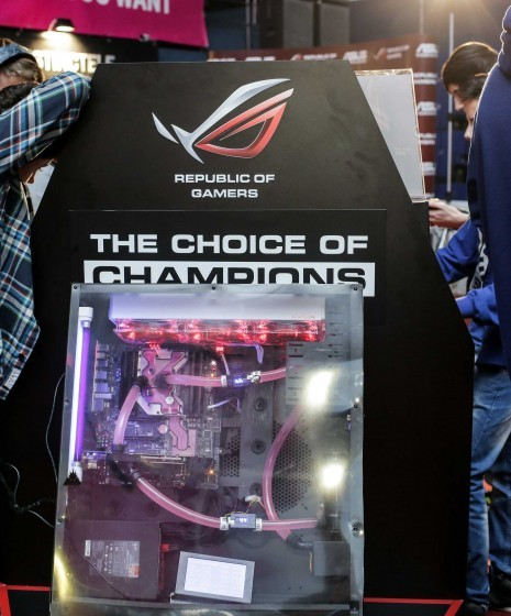 Sistem răcit cu lichid, expus la standul ASUS de la DreamHack Masters Bucharest 2014