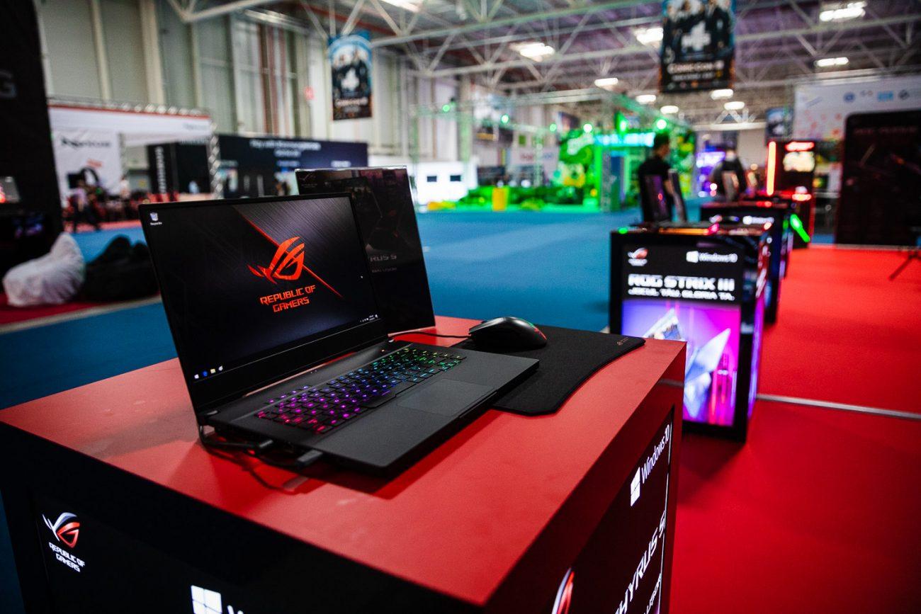 Laptopul ROG Zephyrus S GX502 prezentat la East European Comic Con 2019