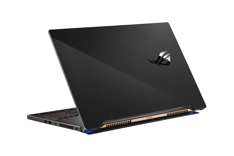 Laptopul de gaming ROG Zephyrus S17 cu sistemul de răcire AAS