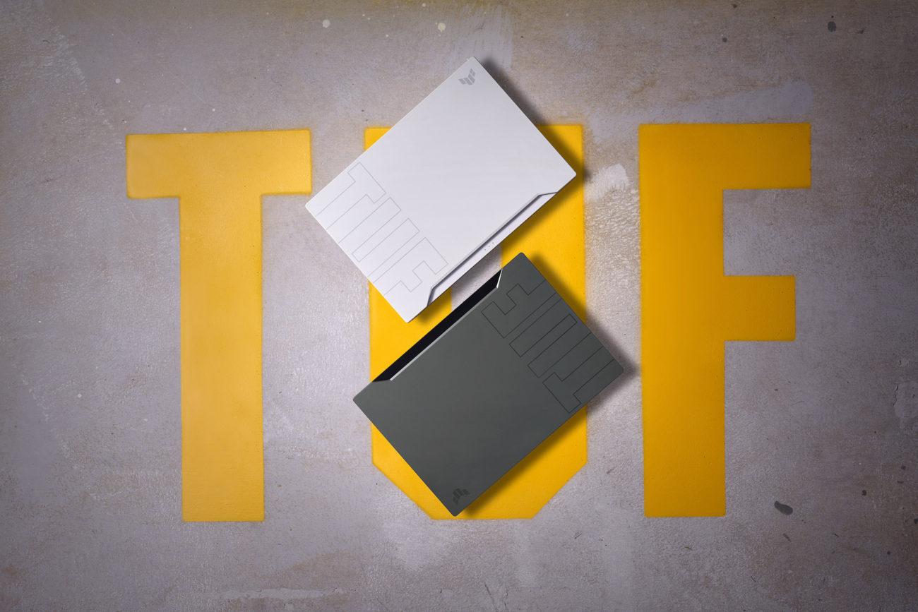 TUF Dash F15 poate fi White Moonlight sau Eclipse Grey