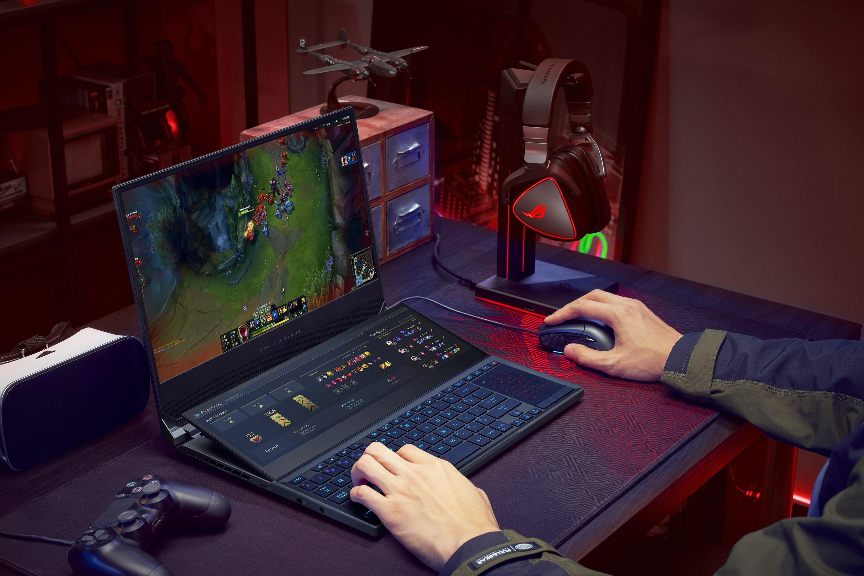 Laptopul de gaming ROG Zephyrus Duo 15 SE cu ScreenPad Plus