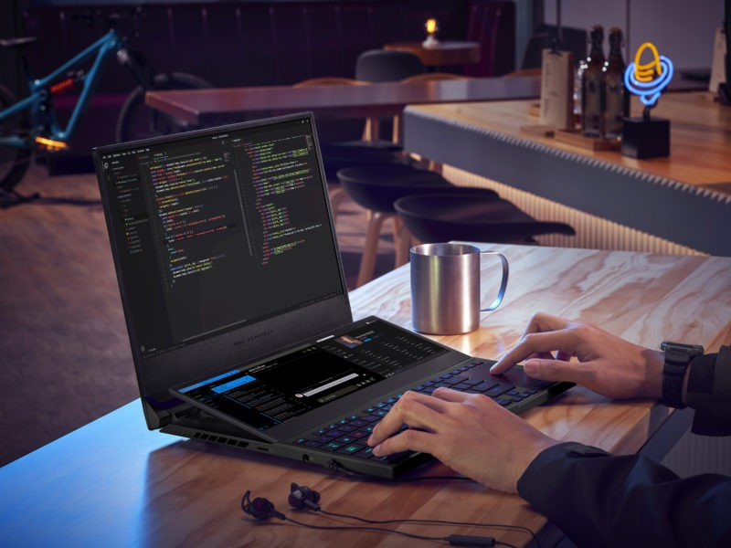 Laptopul de gaming ROG Zephyrus Duo 15 SE cu ScreenPad Plus