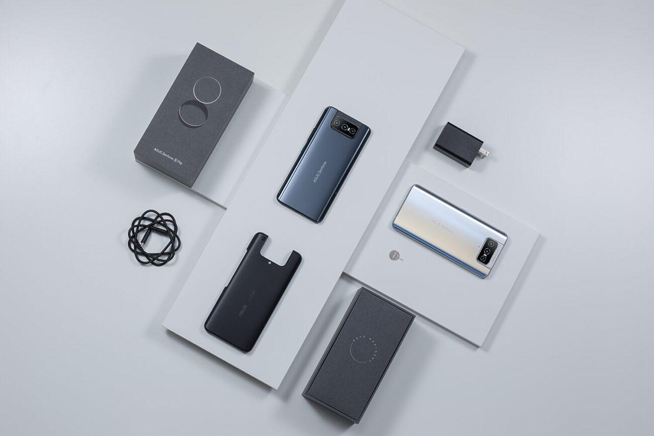 Telefonul Zenfone 8 Flip și accesoriile din cutie