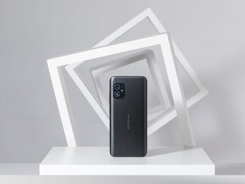 Telefonul compact ASUS Zenfone 8